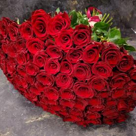 красивый букет цветов жене